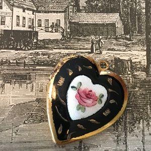 Jewelry - Vintage guilloche rose locket